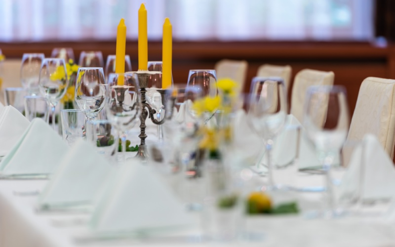 Stilvoll gedeckte Tische? Unser Service für Sie!